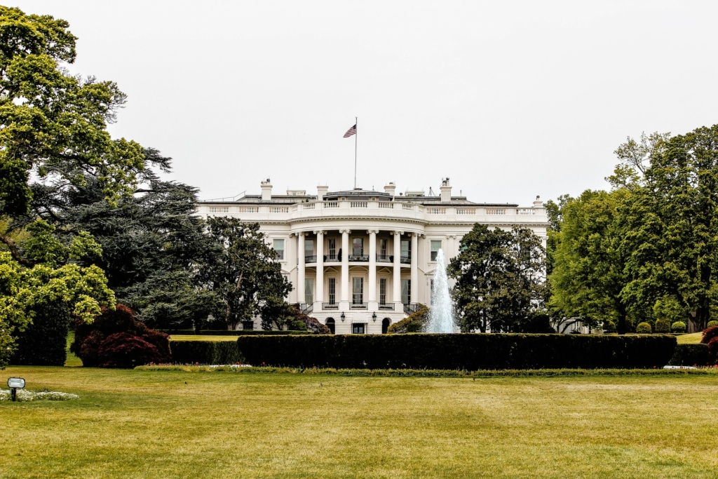 a picture of the white house in washington d.c.